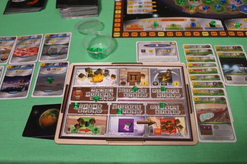 Трое игроков играют в карты каждому из них сдано по 10 карт игры онлайн бесплатно казино вулкан автоматы без регистрации